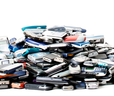 a-pile-of-old-mobile-phones-to-be-recycled-3